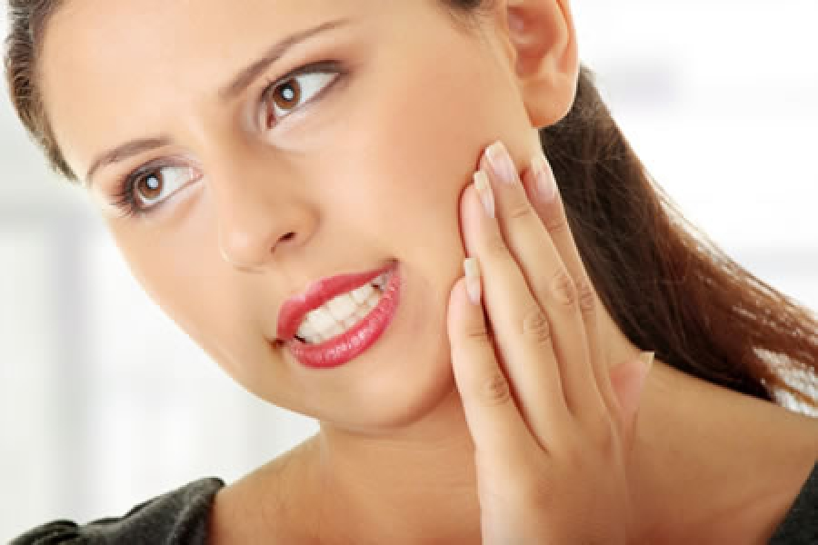 woman sensitive tooth